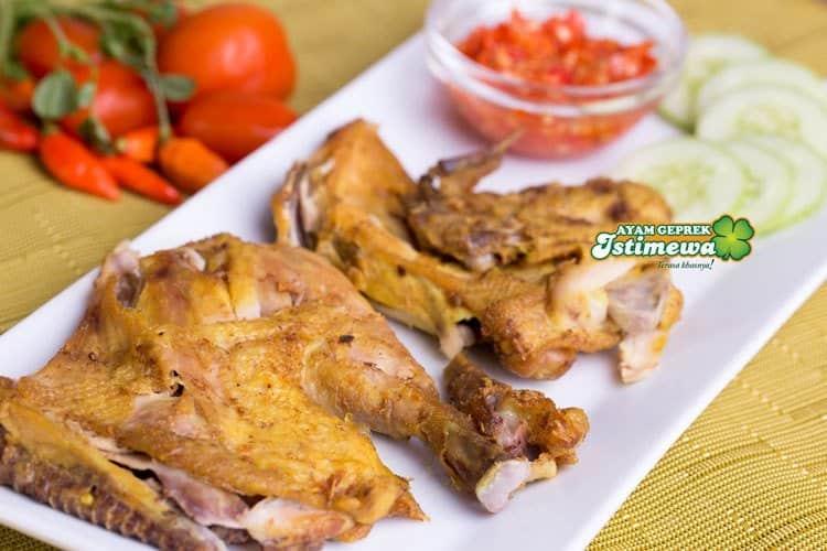 ayam geprek istimewa bogor utara menu