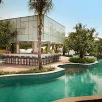pool bar. Pool Bar - DoubleTree By Hilton Jakarta Diponegoro, Cikini Foto
