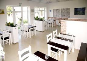 4e51da93fe Trojka Restaurant