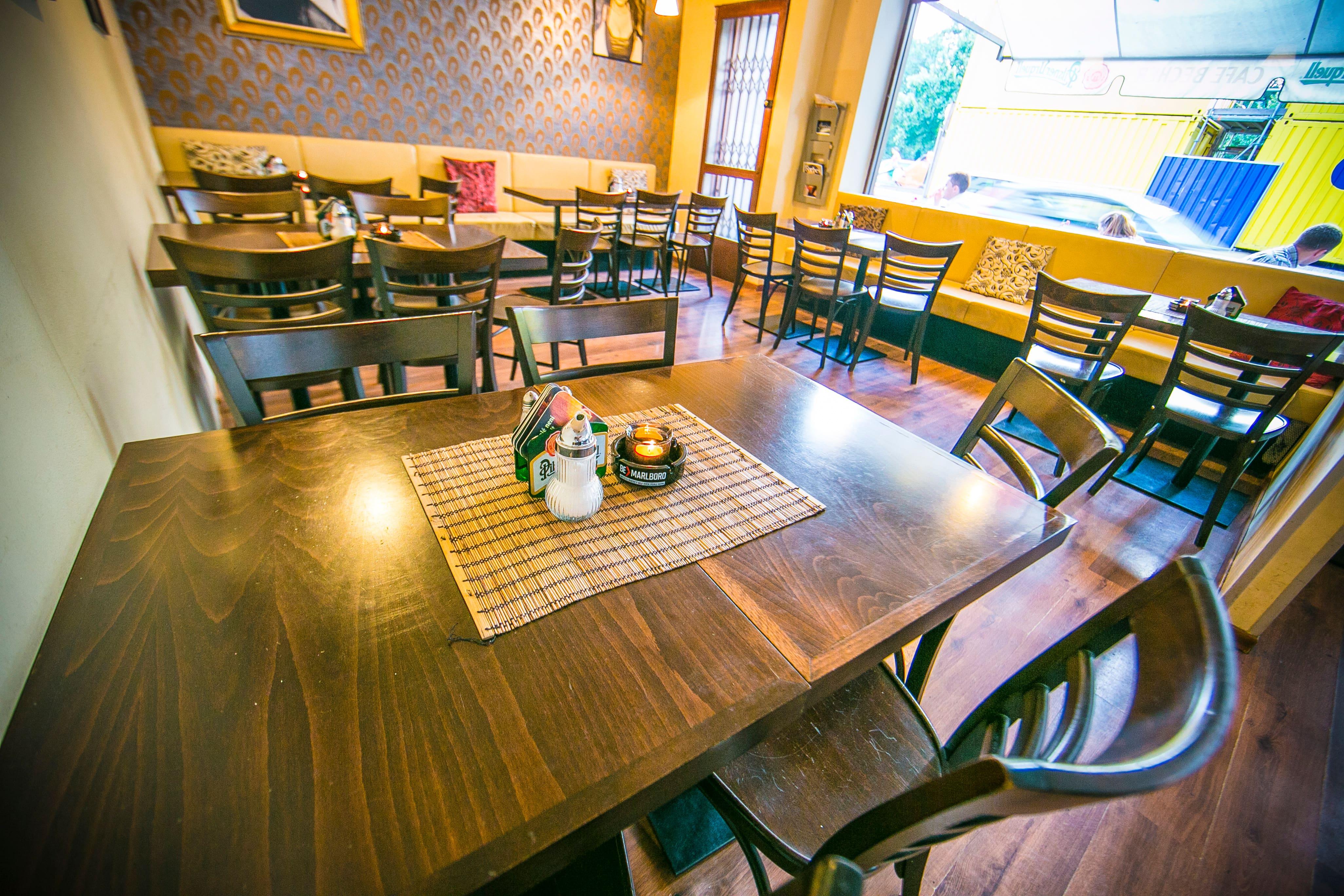 Cafe Becher - Restaurant & Bar>