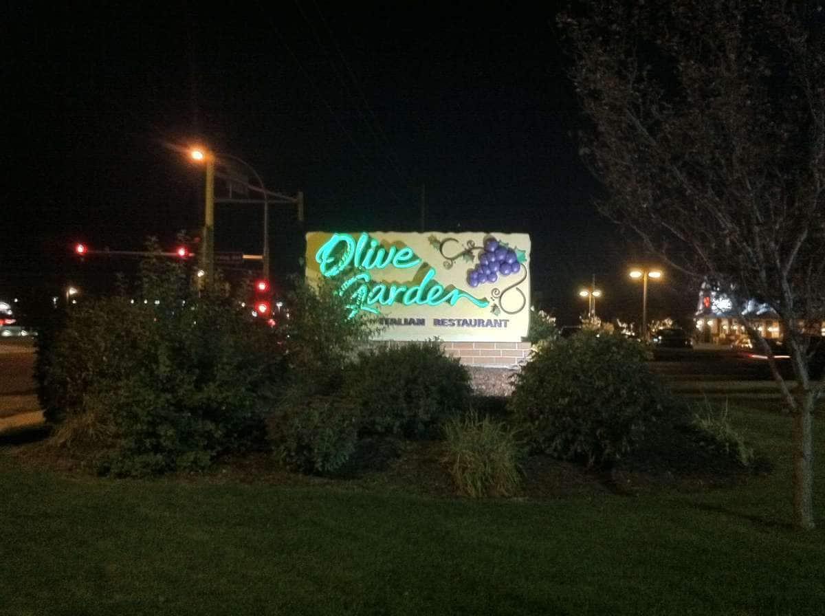 Outside Of Olive Garden   Olive Gardenu0027s Photo