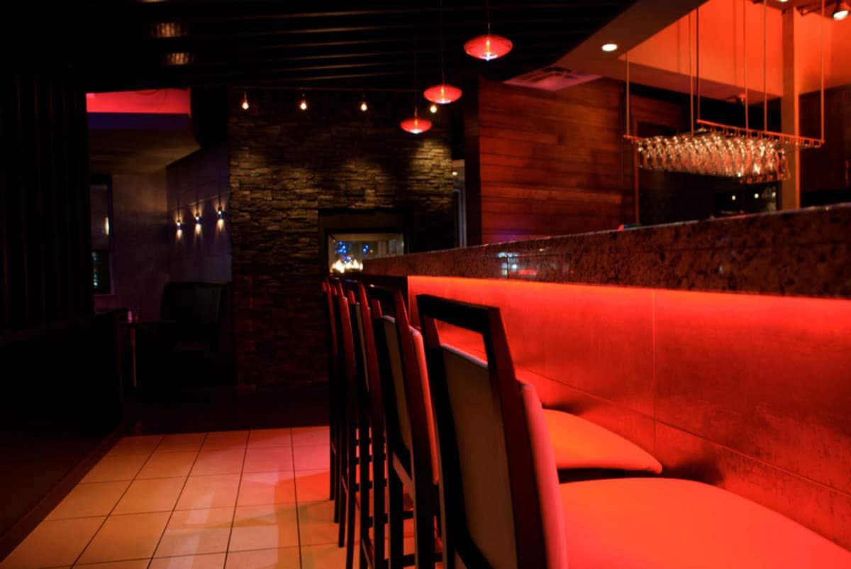 Mano's Restaurant & Lounge