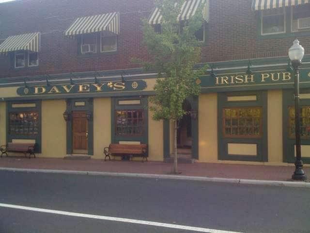 Davey's Irish Pub & Restaurant