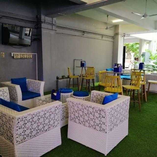 The Hog Spot Café