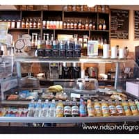 Photo de Sippy Cups Cafe - Seaford, NY, États-Unis. Seating for