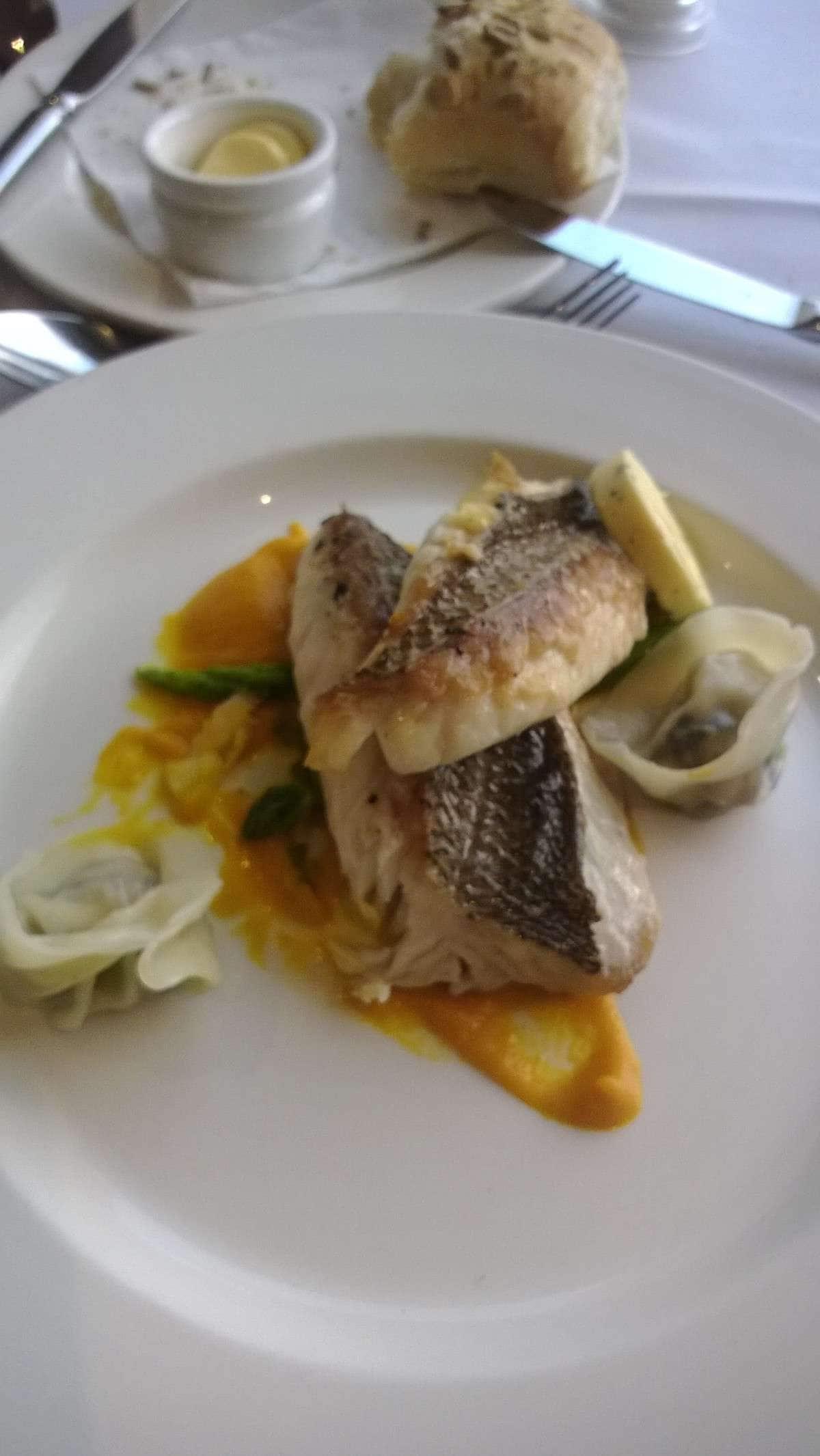 LB's Harbourview Restaurant - North Sydney Harbour View Hotel