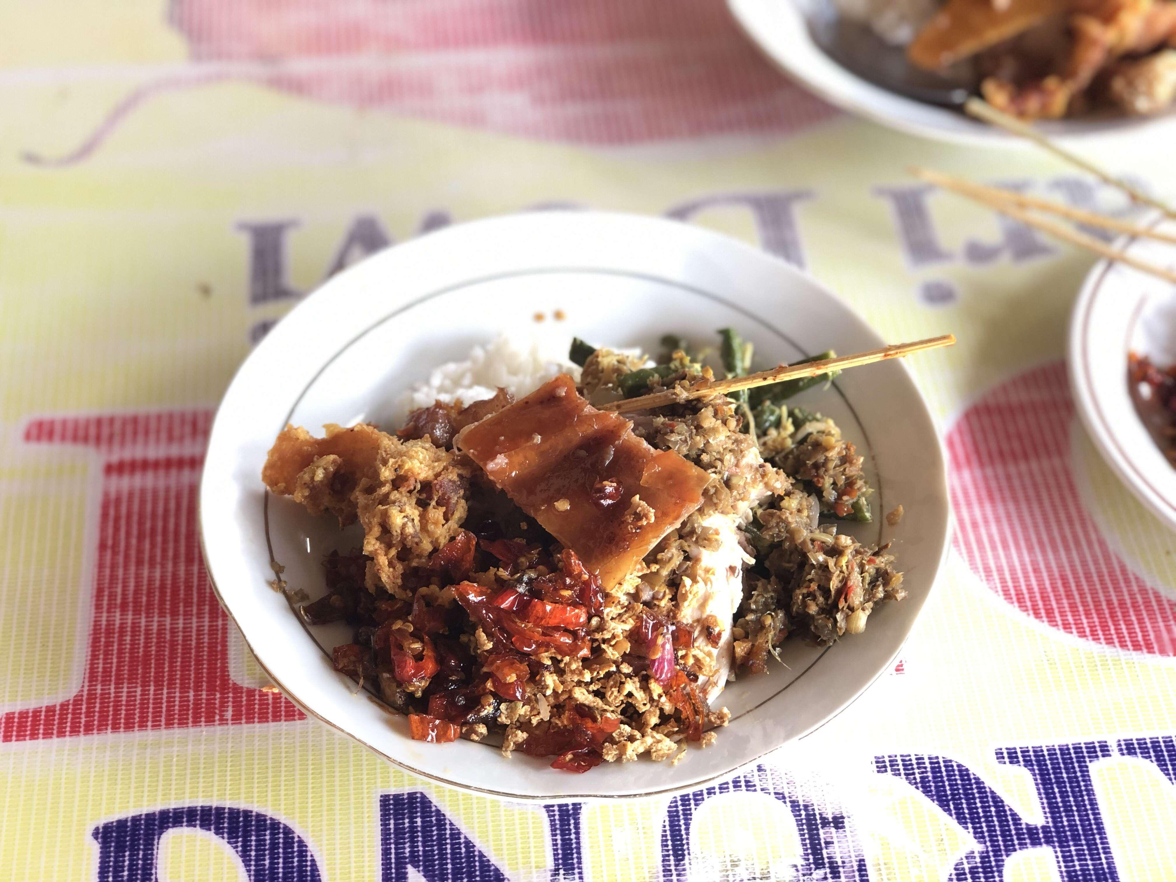 Warung Babi Guling Sari Dewi Bp. Dobil